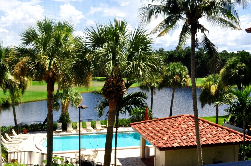 Pelican Bay Condo Overlooking Golf Course & Lake