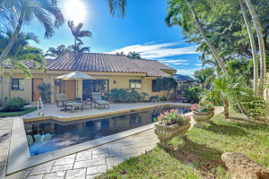 Naples FL – JUST LISTED – Lakeview Villa in Pelican Bay