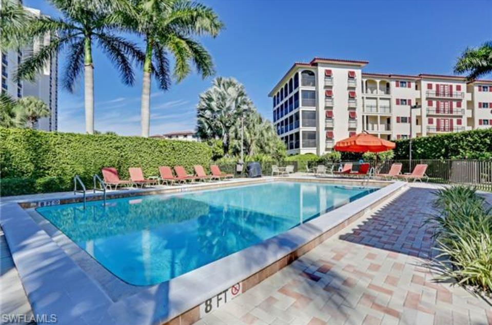 Chateaumere of Pelican Bay - Pool