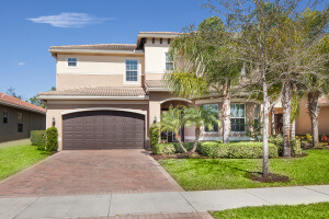 Relocating to Naples Fl ?  We have the Perfect Home for Your Family